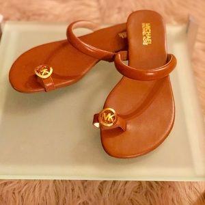 Michael Kors British Tan Toe Ring, Slip on Sandals
